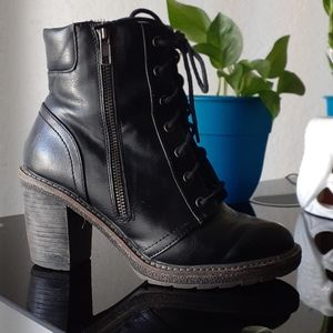 WHITE MOUNTAIN Heeled combat boots size 6m